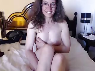 green horny cam babe