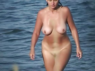 LOOK HER AGELESS BEAUTY (MATURE AT THE BEACH)