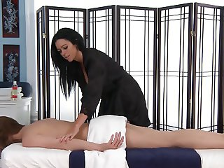 WOMAN WHO LOVE MASSAGE by filmhond