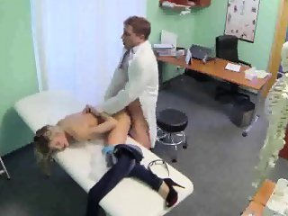 Patient gets fucked and cummed on by her doctor