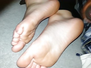 Cumming on gf's feet as she in bed