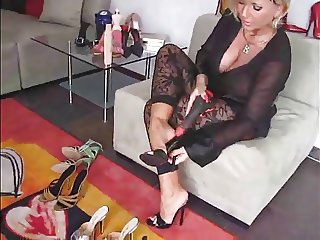 Milf showing her feet