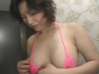 MILF invites in the ass
