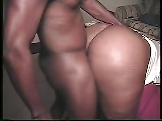 Making her booty bounce until her pussy is filled with cum