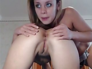 Two babes rim on cam