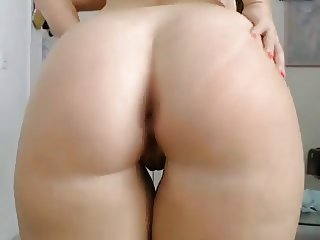 PAWG Shakin Her Ass On Cam