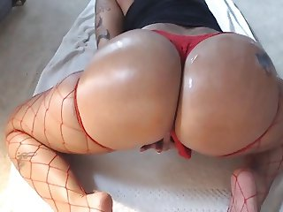 Thick booty latina masturbating