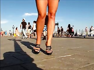 sexy candid milf great legs & shoes