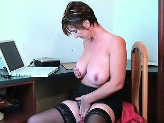 Porn gets mom\'s pussy juice flowing