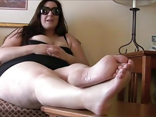 BBW feet, foot mistress with slave