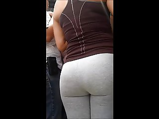 Nalgona MILF in yoga pants leggins