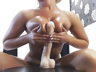 Very hot OIL and SQUIRT webcam show