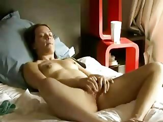 amateur woman spreading her legs and masturbating