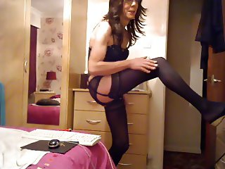 Naughty CD rubs her clit and cums