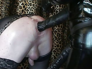 sissy slave gets a good fisting