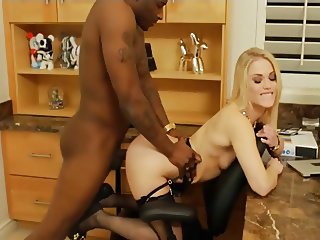 interracial dogystyle penetration