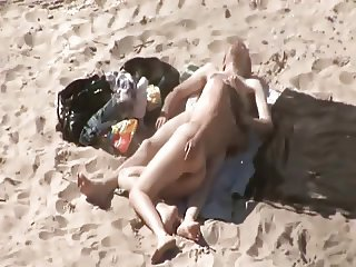 Couple on the beach fucks