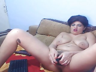 Romanian mature milf masturbate on webcam
