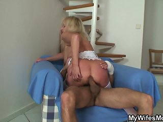 Bigcocked guy fucks blonde granny inlaw