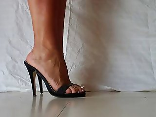 sexy MILFY feet in heels 2