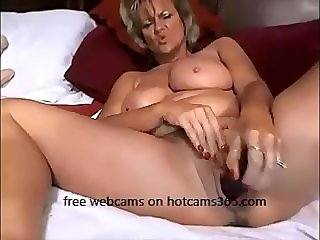 Fucking Hot Mom gaves you awesome show