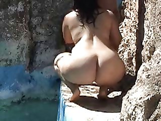 Big ass MILF jiggles her ass while making blowjob