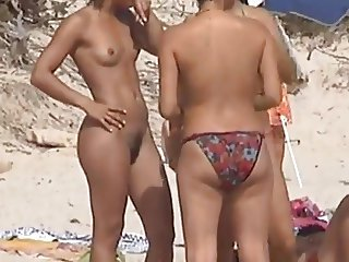 AMATEUR NUDE GIRLS IN BEACH SHOWING PUSSY NIPPLE 3
