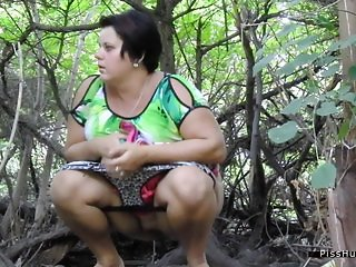 pissing in nature 10294
