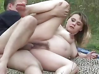 Pregnant with hairy cunt on nature! Amateur!