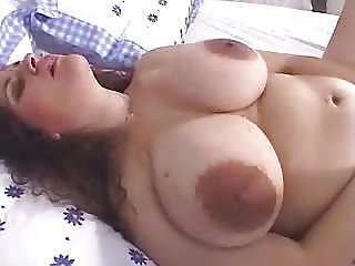 Mature big tits with large nipples and dildo! Amateur!