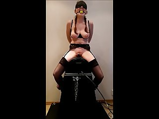 Having Fun with my slave on a sybian !