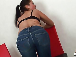 Watch me trying on some new skinny jeans