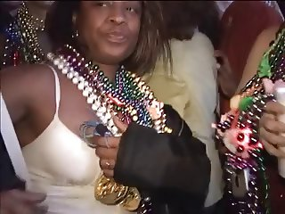 Girls expose breasts for beads at Mardi Gras