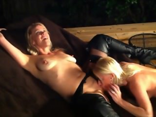 Mscate Outdoor lesbian sex 2