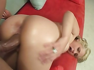 belle blonde sexy surprise par une une belle verge