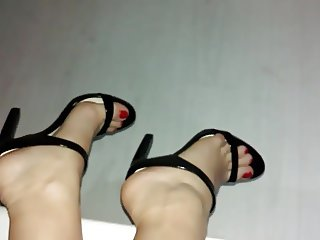 high heels red nails