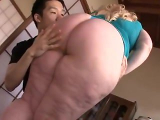 Klaudia Kelly and asian woman facesitting and fucking tiny asian guy