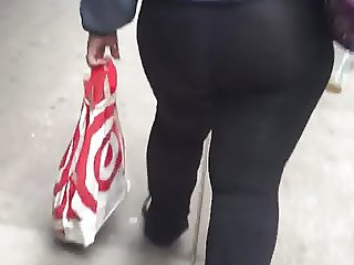 Big booty Mexican milf in leggings no panties