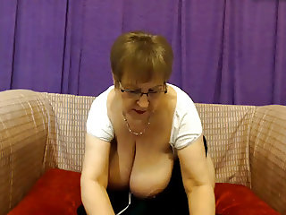 MATURE GRANNY VERY HOT AND GREAT ASS