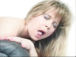 Amateur - Mature Wife BBC Creampie - Hubby Lick Up
