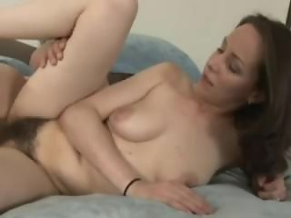 Ann Parker masturbates & Fucks with her pussy getting creamed