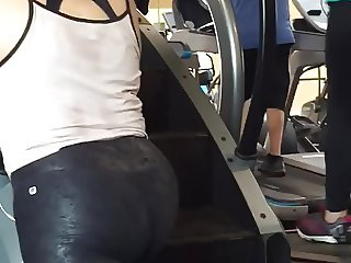 18+ Latina booty meat wow!