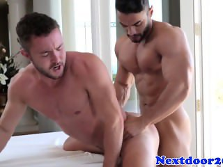 Gaysex muscle jock fucked by his masseur