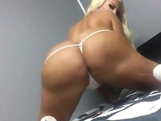 nice blond girl shaking her big ass in webcam