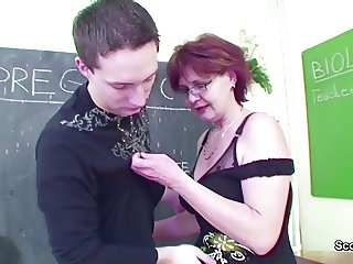 MILF Biologi Techer Show Boy How to Get Pregnant with Fuck
