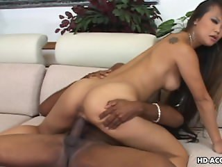 Hot fuck for the Thai slut from a big black hunk
