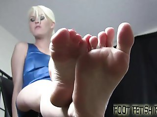 My pretty little feet make you hard, dont they