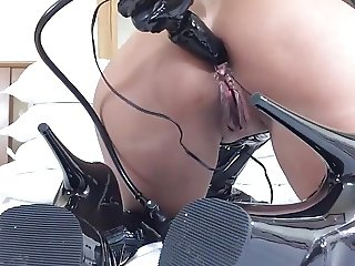 Inflatable anal plug + toying in latex + thighboots - 2
