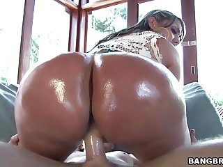 Oiled Ass Columbian MILF Sandra
