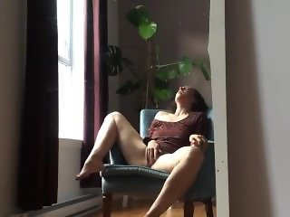 Mature MILF is at home alone - Wotbuniverse.com